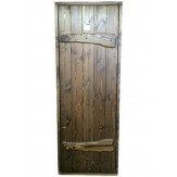 Входная деревянная дверь в баню Русь